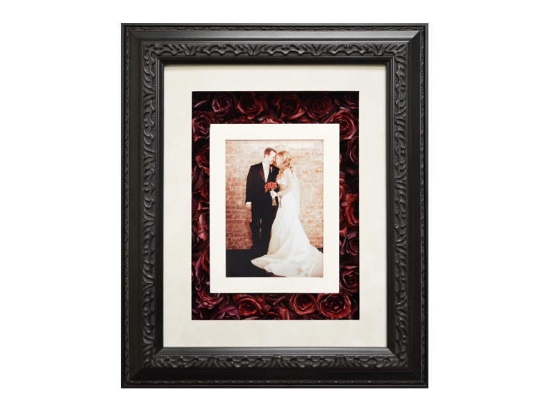 Is modern and minimalistic your style? Try a shadow box pavé for your preserved wedding bouquet flowers with a photo on top.