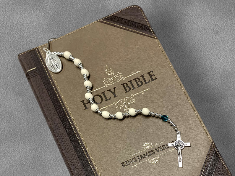 Looking for meaningful keepsake or gift ideas? Check out our unique floral bead bookmarks.